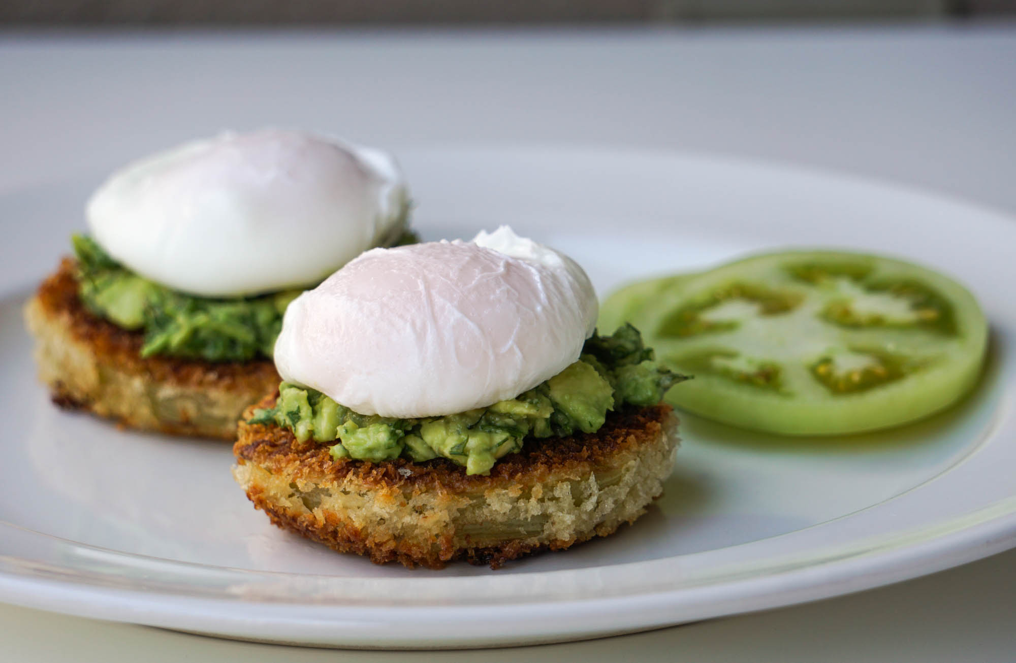Жареные зеленые помидоры с яйцом пашот (Завтрак №6)